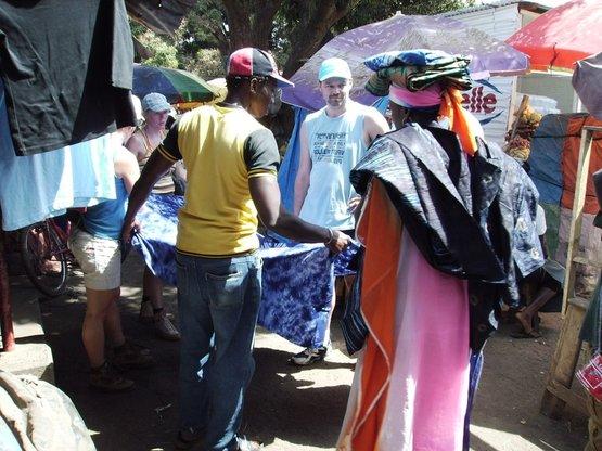 Inkopen op de markt in Serekunda